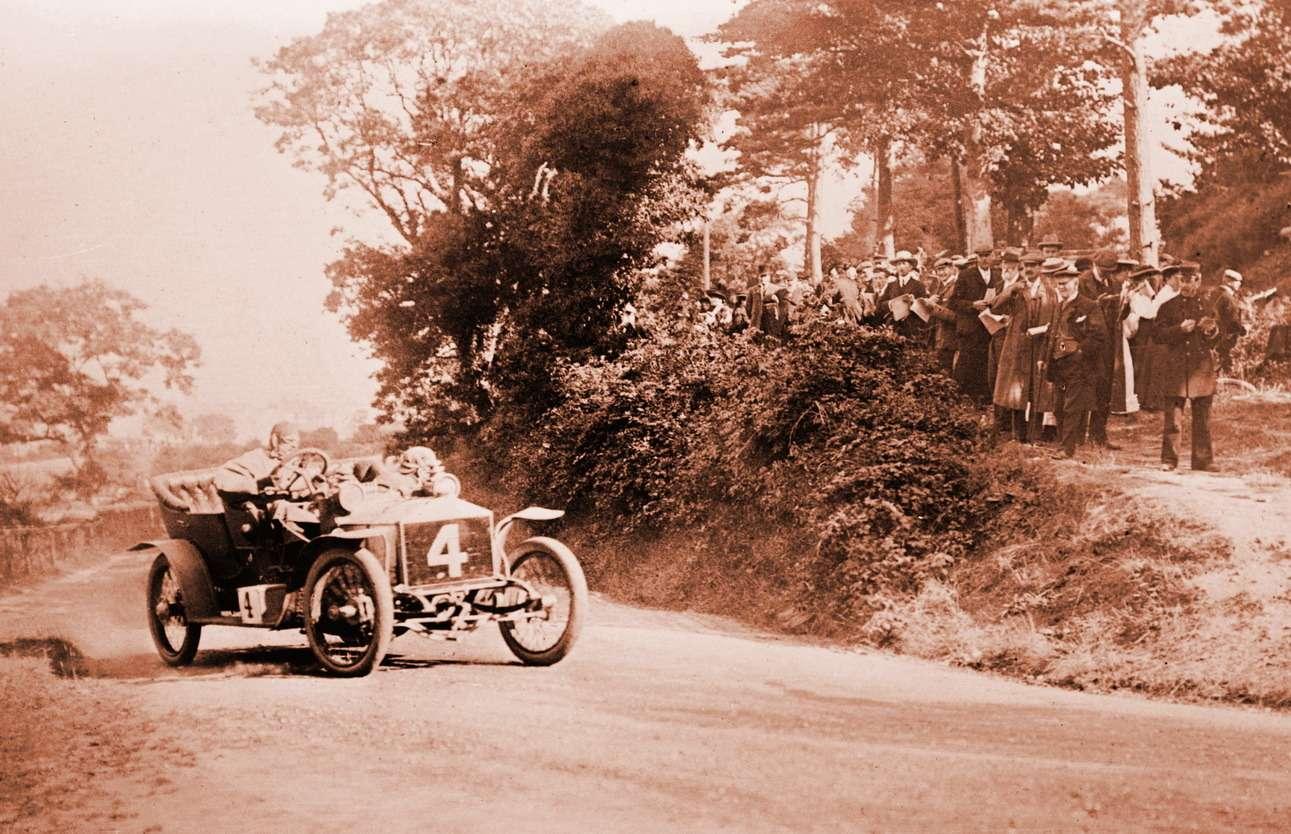 Rolls-Royce 20HP, управляемый Чарльзом Роллсом иего механиком Эриком Плэтфордом, натрассе «Турист Трофи» 1906 года
