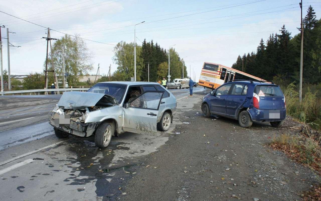 В массовом ДТП повине водителя автобуса погиб человек— фото 998408