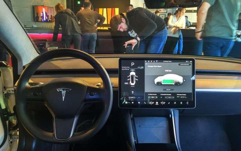 Тоннели Hyperloop ускорят производство Tesla Model 3