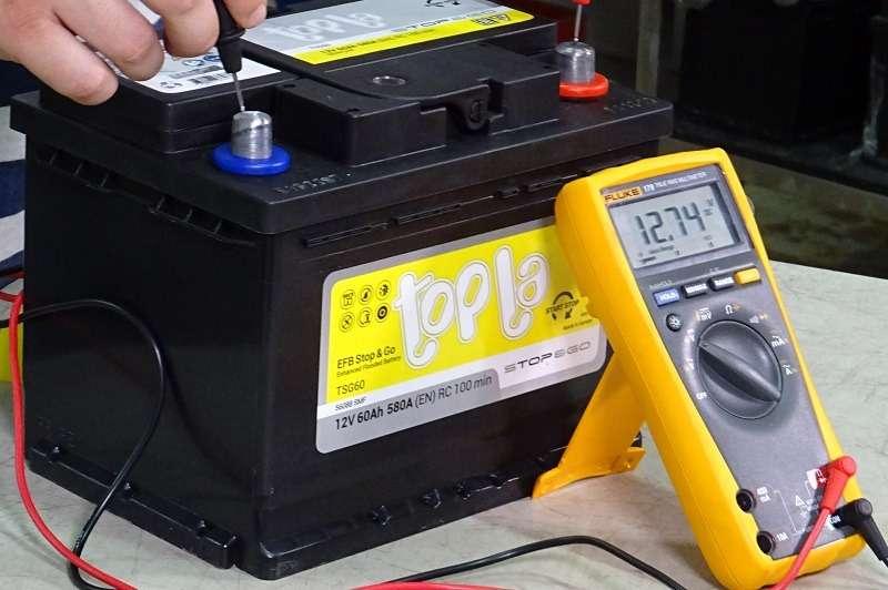 Каким напряжением надо заряжать старт-стопную батарею? — фото 1007717