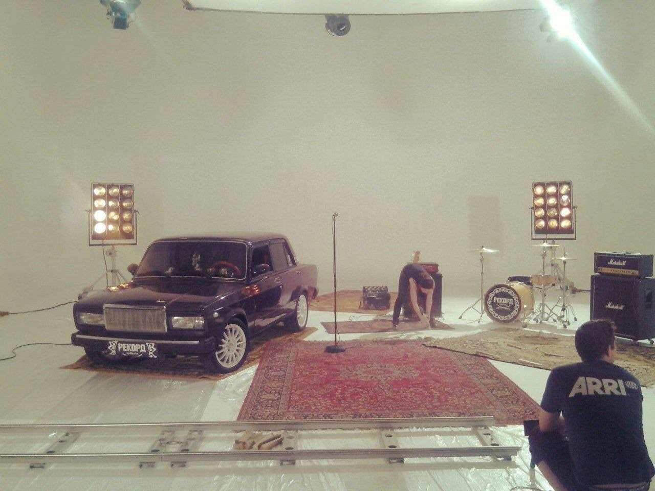 «Лада седан— баклажан»: исполнитель суперхита— ороссийском автопроме идевушках изComedy— фото 823141