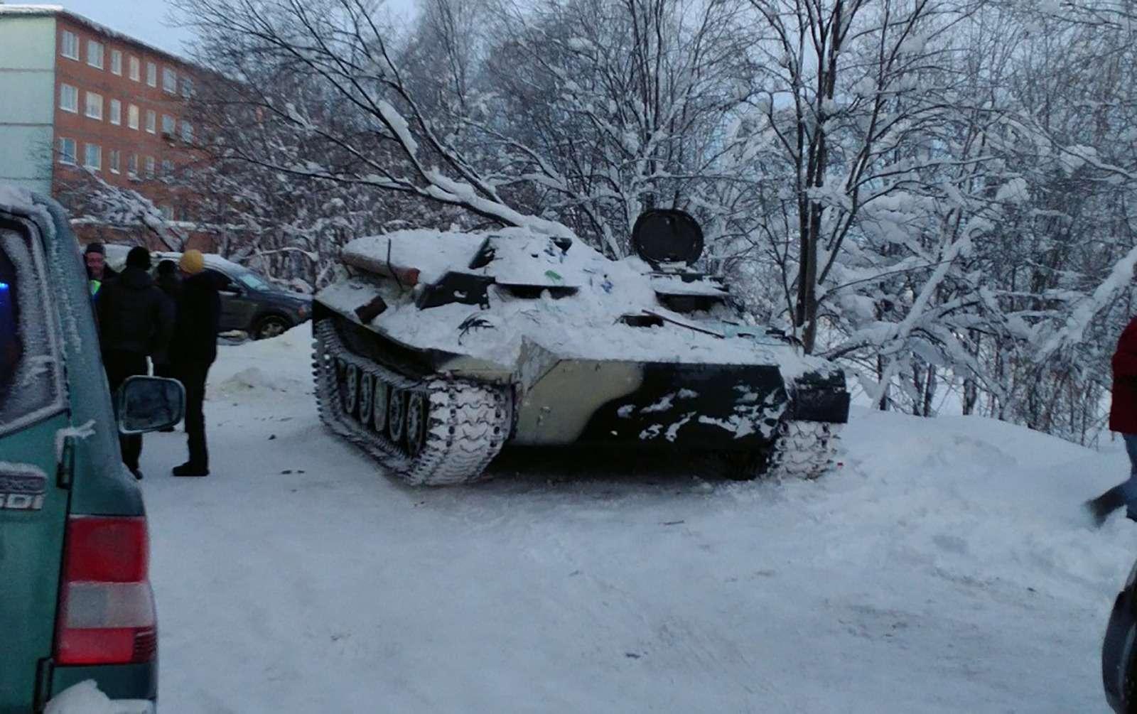 Самое необычное ДТП года: на«танке» завином— фото 834454