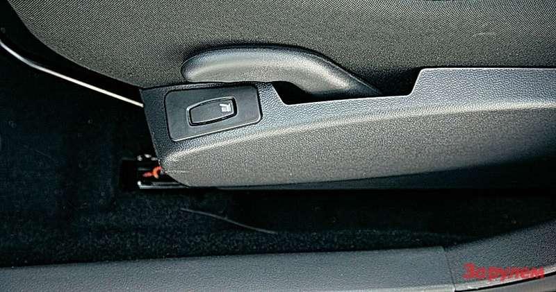 Кнопка подогрева сиденья водителя не подсвечивается, овключенном положении сигнализирует афедрон.