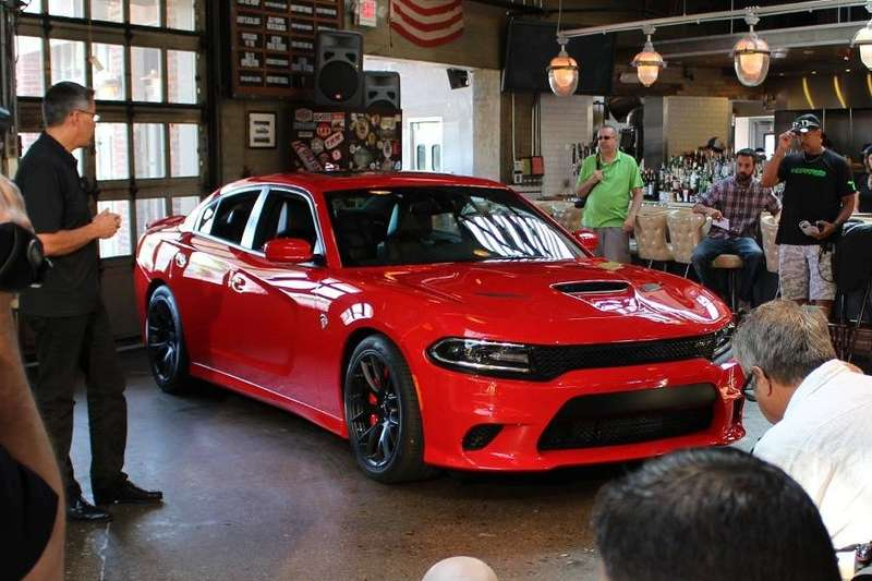 Dodge-Charger-Hellcat-SRT-2