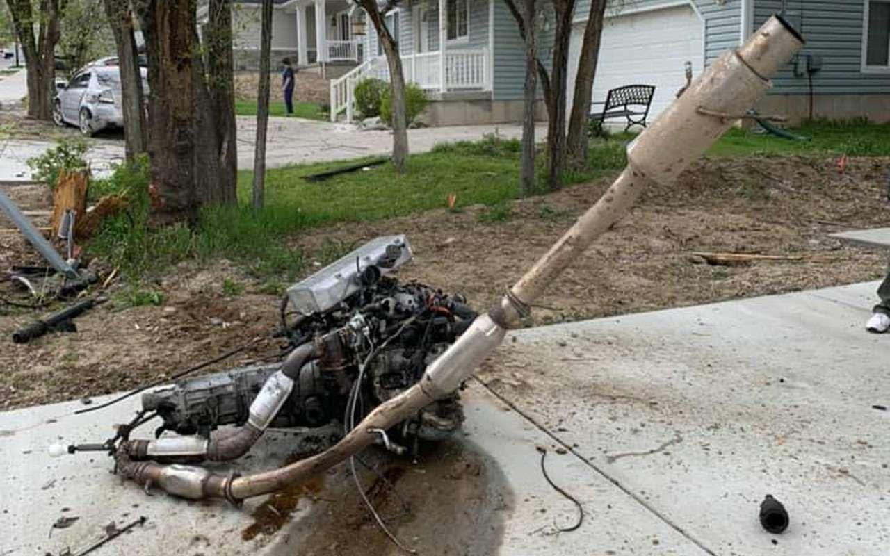 Вотэто авария: водитель, двигатель икоробка вылетели изавто— фото 970969