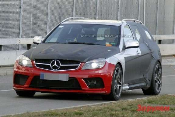 Mercedes-Benz C63AMG Black Series T-Model side-front view