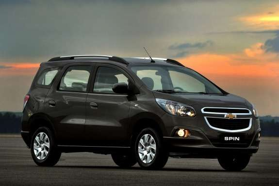 Chevrolet Spin side-front view 2
