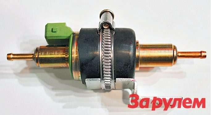 Топливный насос отопителей,  как правило, выполнен вотдельном  корпусе— его ставят вразрезе  резинового шланга