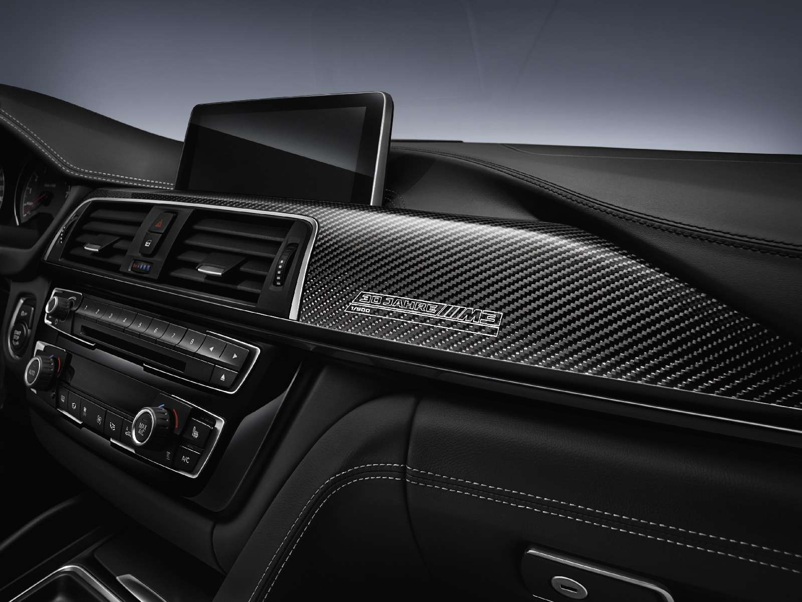 BMWM3отпразднует 30-летний юбилей с«лишними» дверьми— фото 593123