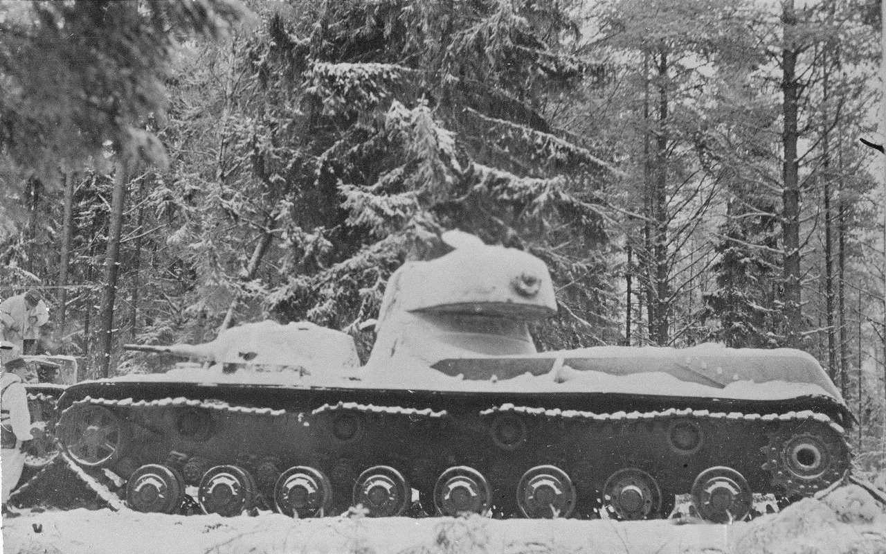 Экспериментальный советский танк: финны свинтили крышку люка— фото 1089024