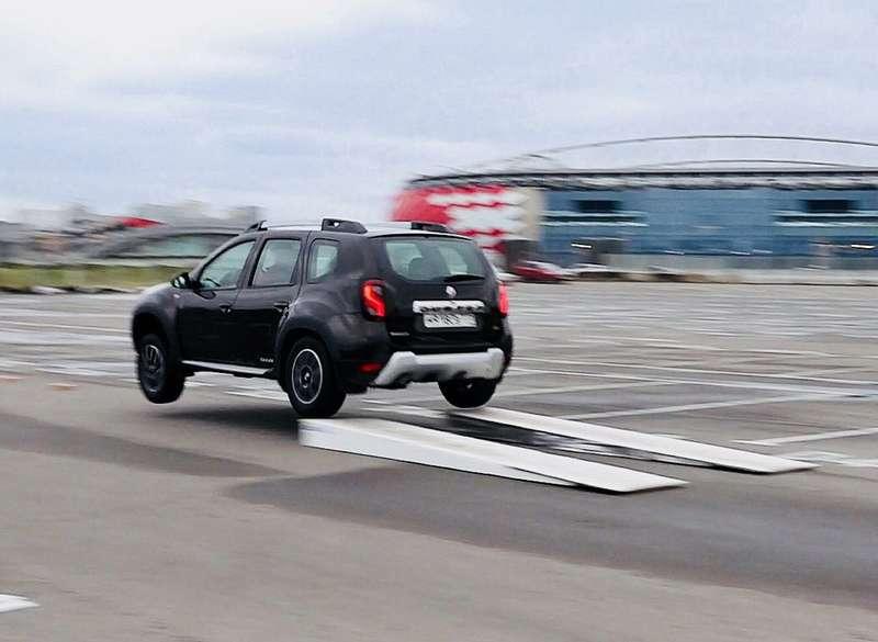 Renault Duster Dakar натрамплине