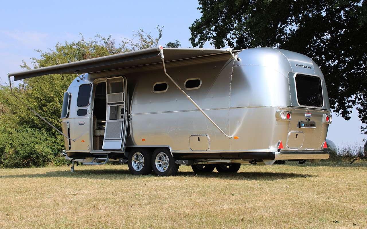 Роскошный кемпер Airstream— скроватью поперек— фото 1161641