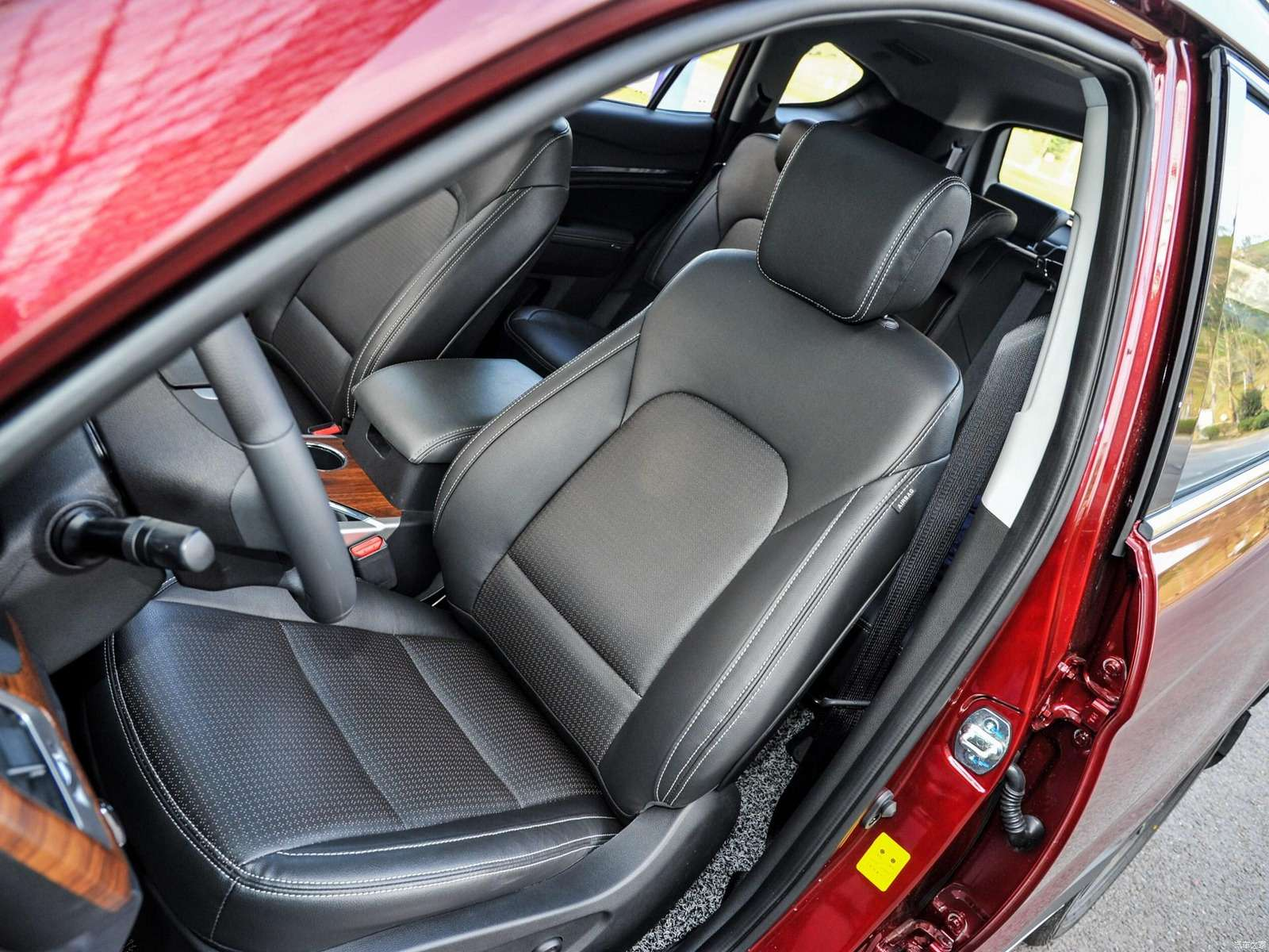 Шокирующая дешевизна: Lifan X80 поступил впродажу— фото 728923