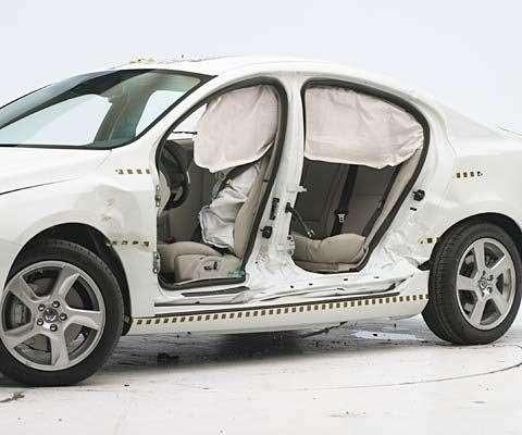 Volvo S60 прошла краш-тесты наотлично
