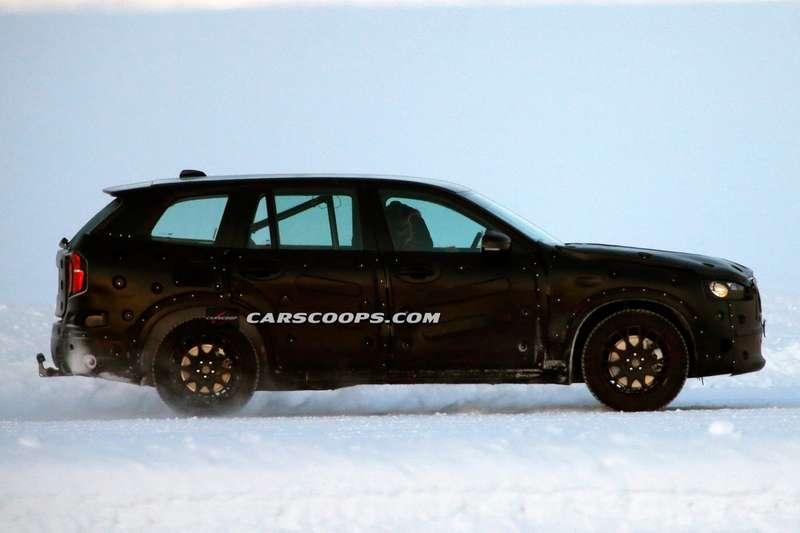 2015-Volvo-XC90-6Production_no_copyright