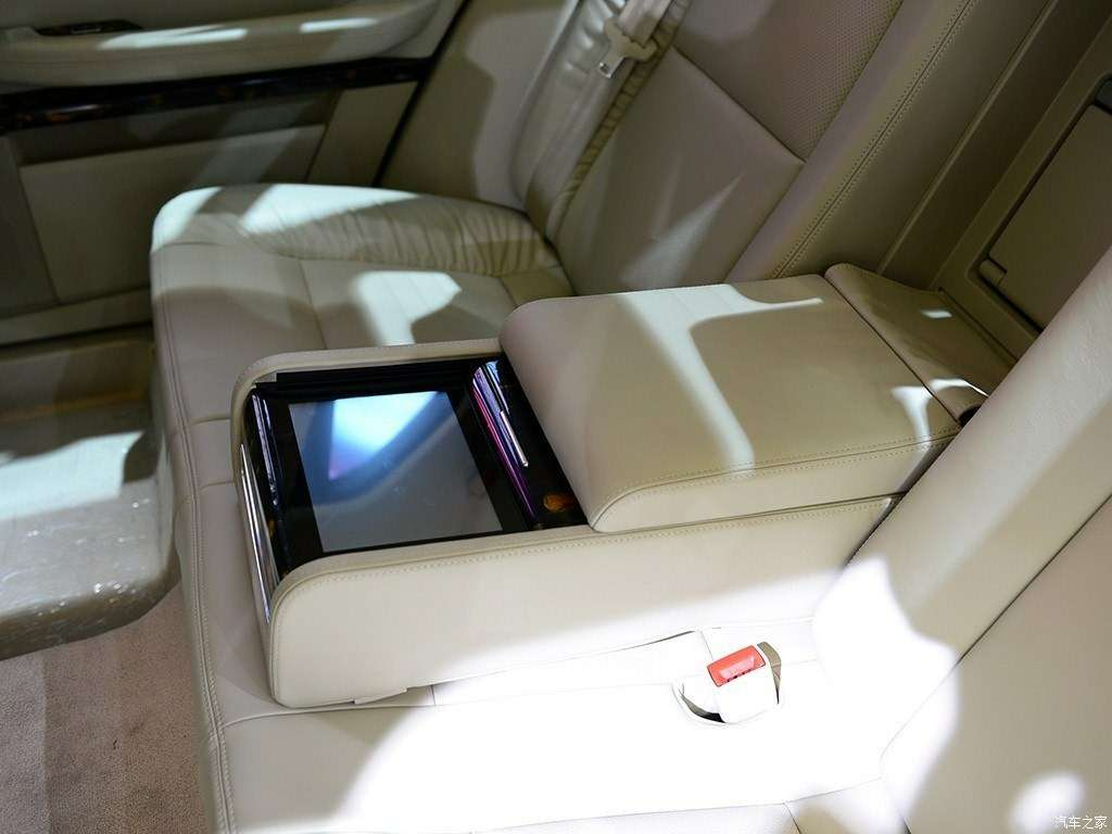 Дороже S-класса: самый крутой китайский седан поступил впродажу— фото 825594
