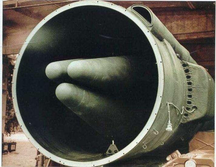 Ликсмерти— так выглядит боевая часть ракеты комплекса «Пионер» стремя разделяющимися боевыми частями, посотне «хиросим» каждая, как говорили вто время.