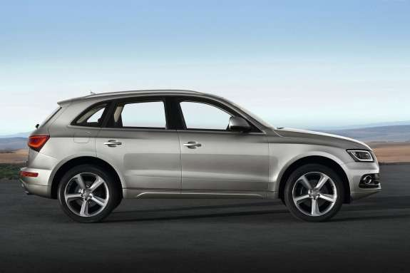 Facelifted Audi Q5side view