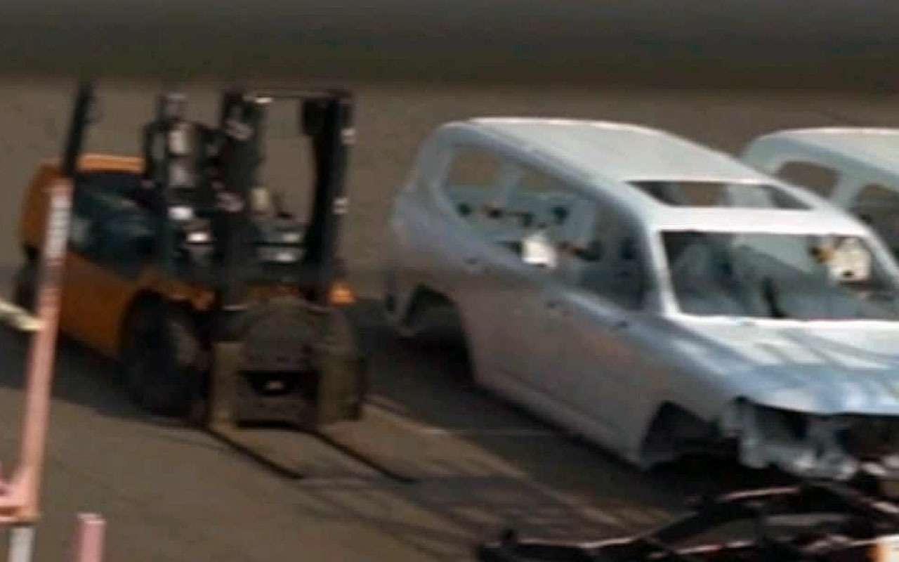 Toyota Land Cruiser 2022— первые фото кузова— фото 1227201