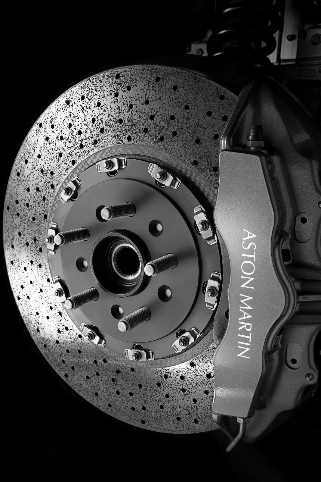 Aston Martin показал новое купе икабриолет Virage