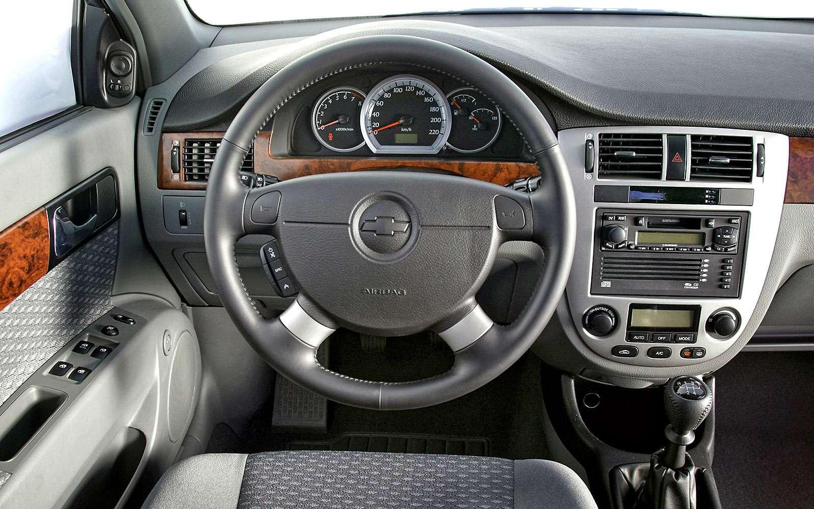 Интерьер седана Chevrolet Lacetti