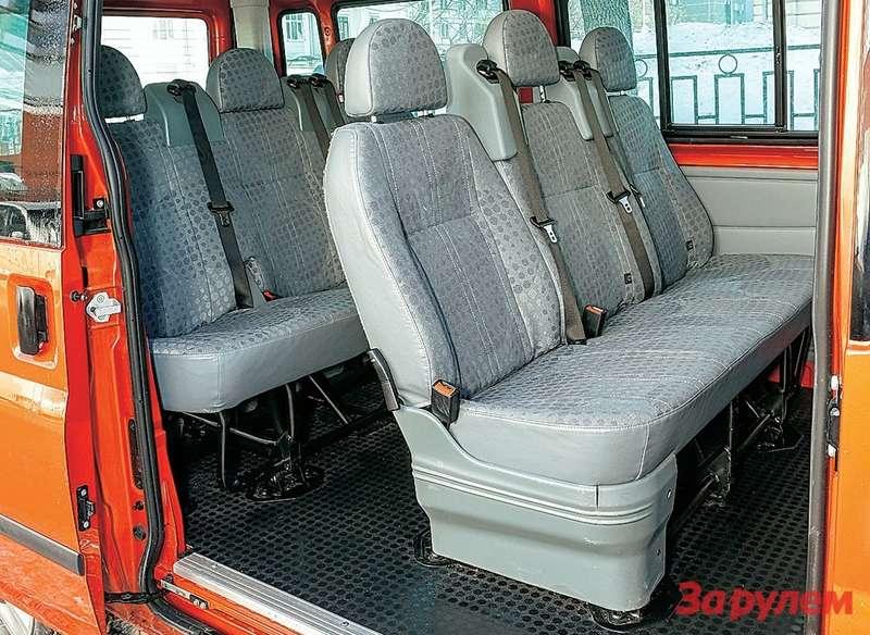 Кузов комби предполагает лишь наличие боковых изадних окон, авторой итретий ряды сидений (они складные, нонеснимаются) надо заказывать отдельно, как иотопитель или кондиционер дляпассажиров.