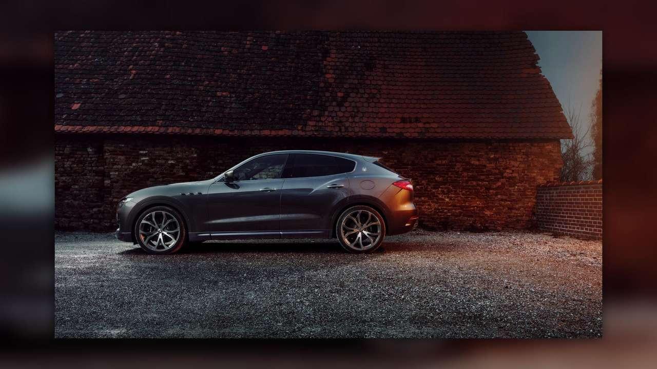 Нарасстоянии удара: Maserati Levante подобрался кPorsche Cayenne Turbo— фото 728857