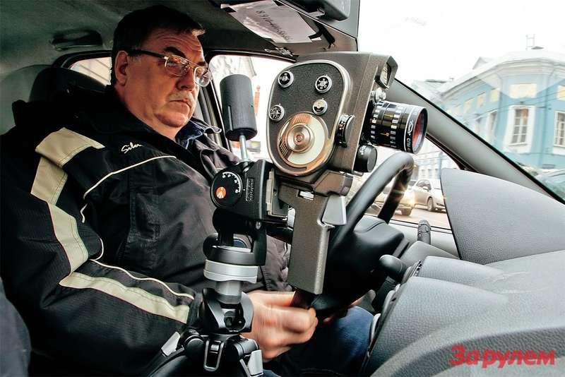 регистратор в автомобиль на зеркале заднего вида