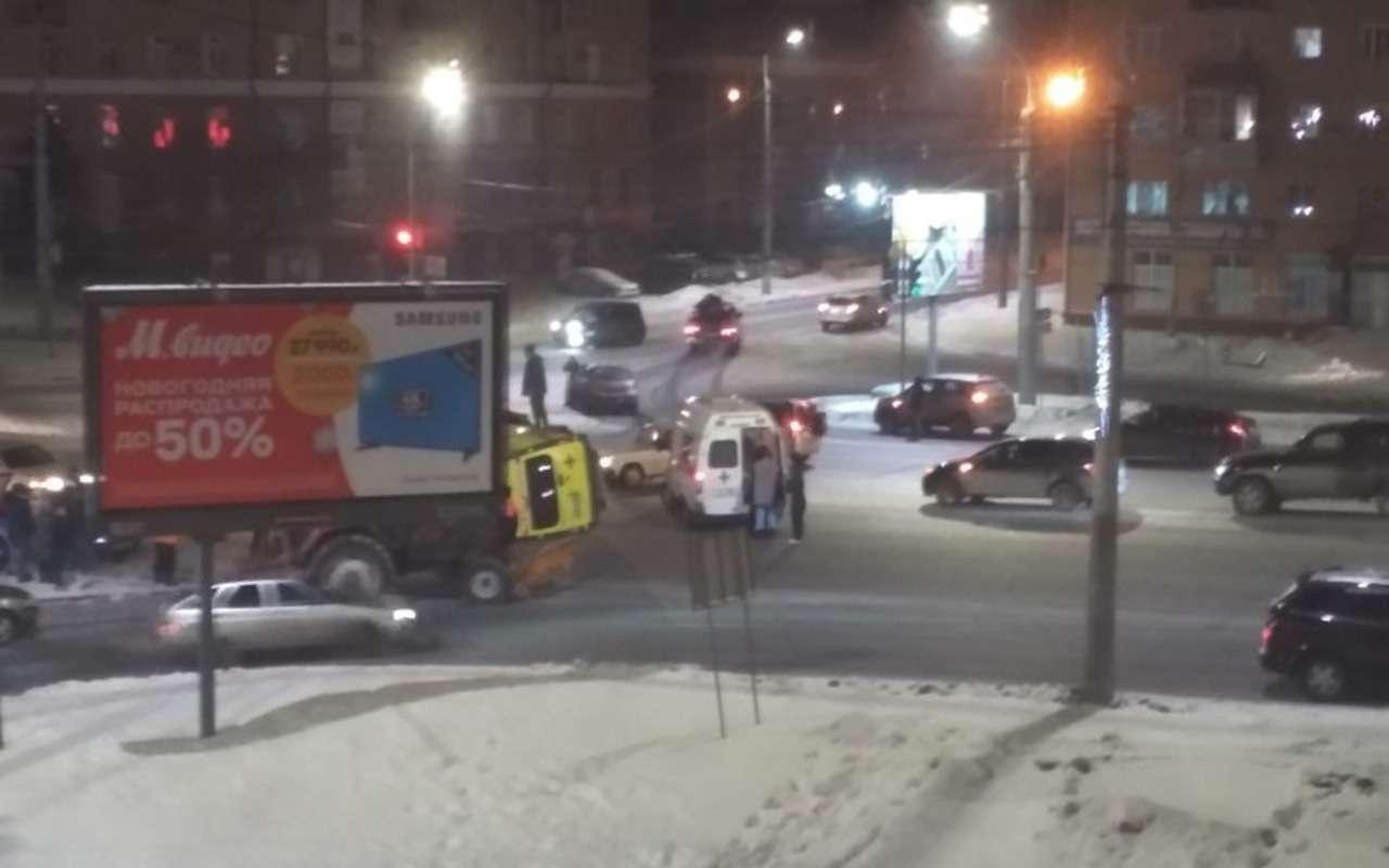 Женщина выжила ваварии, ночерез несколько минут погибла вДТП соскорой— фото 1055225