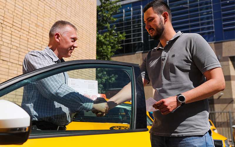 Вышли изтени: легальных таксистов стало в6раз больше
