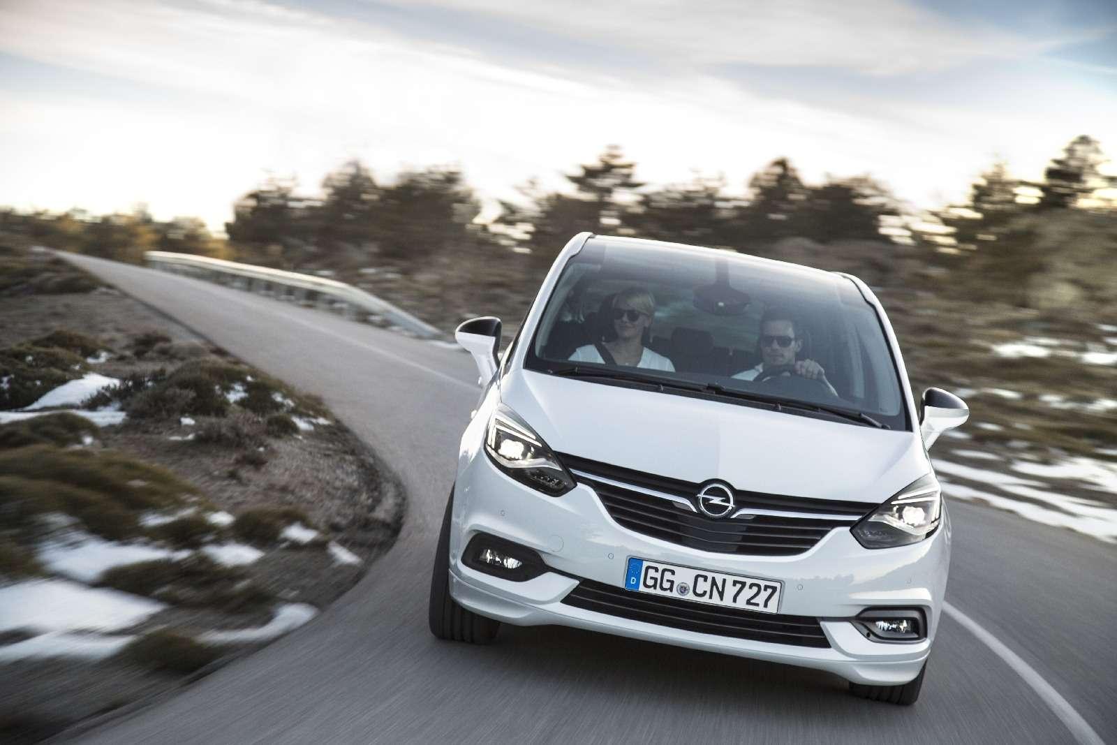 Обновленный компактвэн Opel Zafira представлен официально— фото 593682