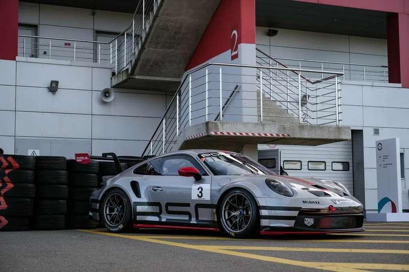 Насемейном празднике Porsche показали Taycan Cross Turismo