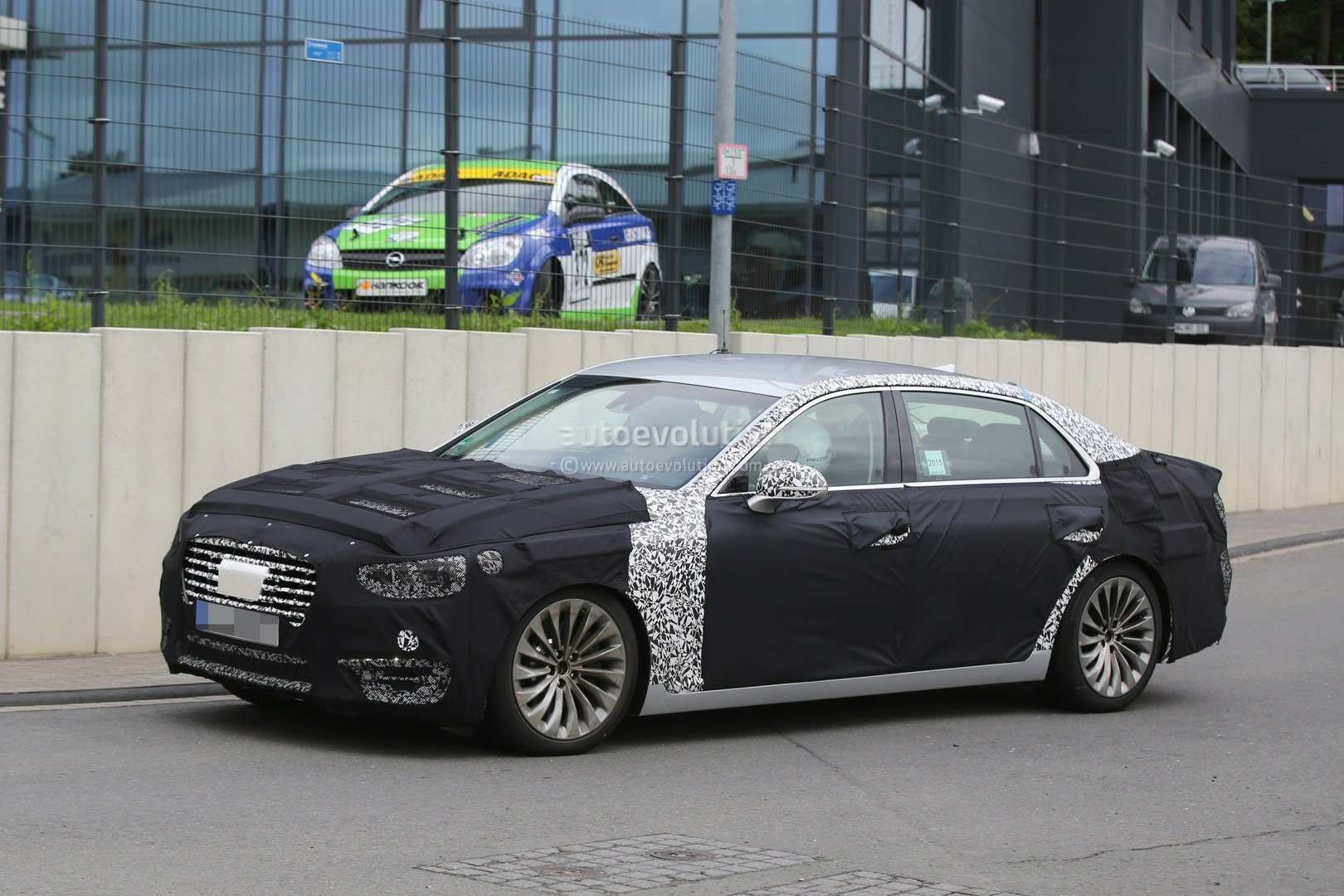 2017-hyundai-equus-spied-out-testing-in-germany-photo-gallery_3