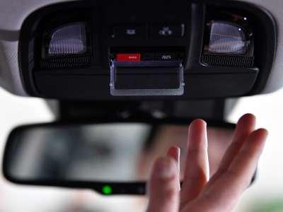 Машину отзывают в сервис? Вам позвонят прямо в неё!