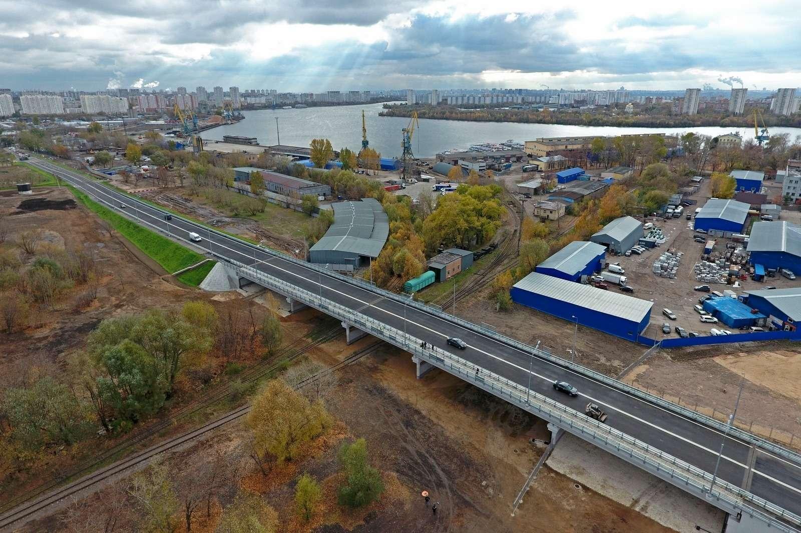 Открыли новый путепровод наюго-востоке Москвы кПечатникам— фото 808112