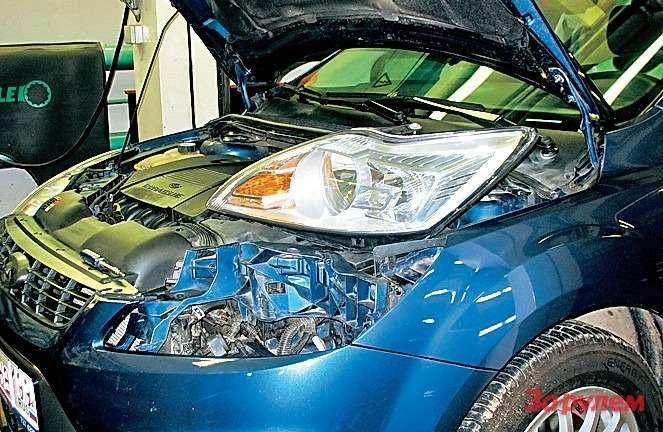 «Форд-Фокус» Чтобы вынуть фару, потребовалось неболее минуты. При установке очистите отгрязи привалочные плоскости.