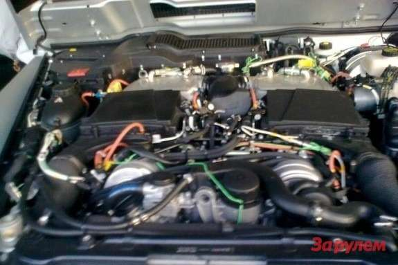 Mercedes-Benz G 65 AMG engine compartment
