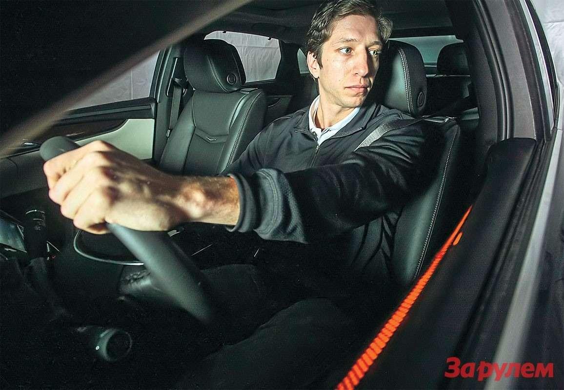 Предупреждать отвлекшегося водителя обопасности тоже будут продвинутыми методами. Камера всалоне проанализирует, куда направлен его взгляд, ивключит световую сигнализацию ссоответствующей стороны.