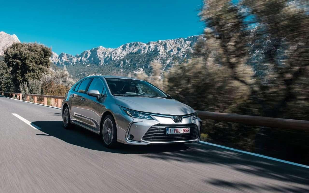 Toyota начала продажи новой Corolla— фото 954409
