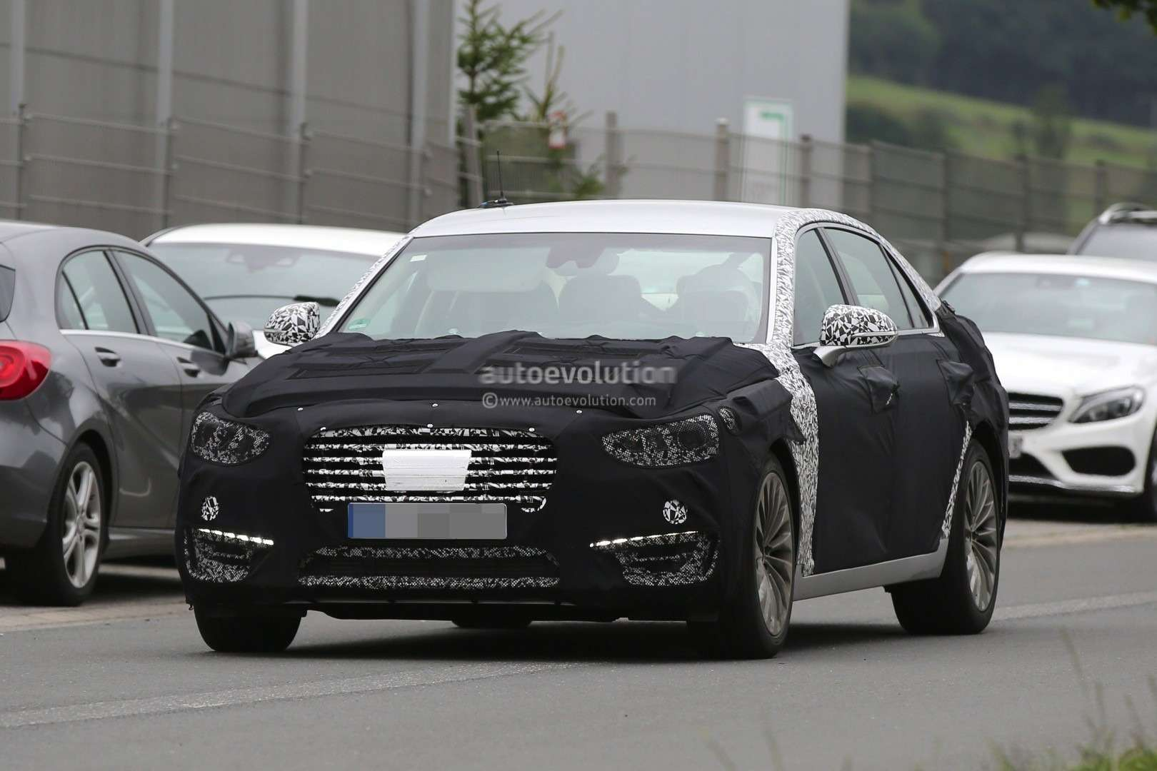 2017-hyundai-equus-spied-out-testing-in-germany-photo-gallery_7