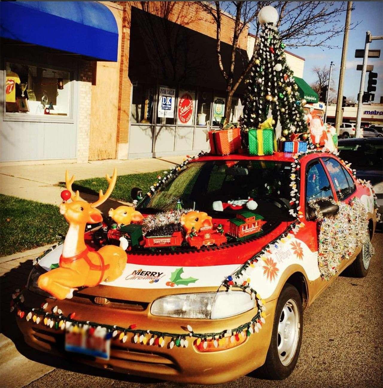 Самые безумные украшения дляавтомобилей наНовый год— фото 826673