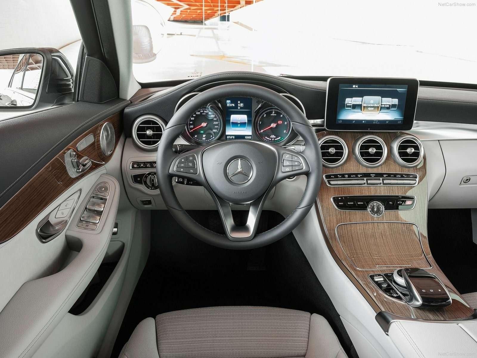01Mercedes C-Class interior