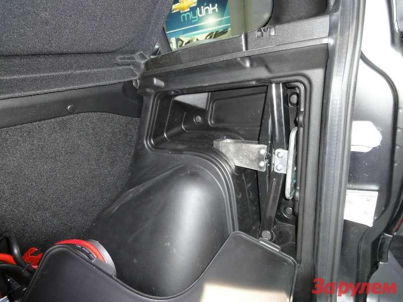 Chevrolet Niva вкомплектации Limited Edition штатный домкрат вбоковой нише