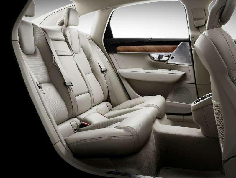 На рынке автомобилей РФстартовал прием заказов нановый Вольво S90