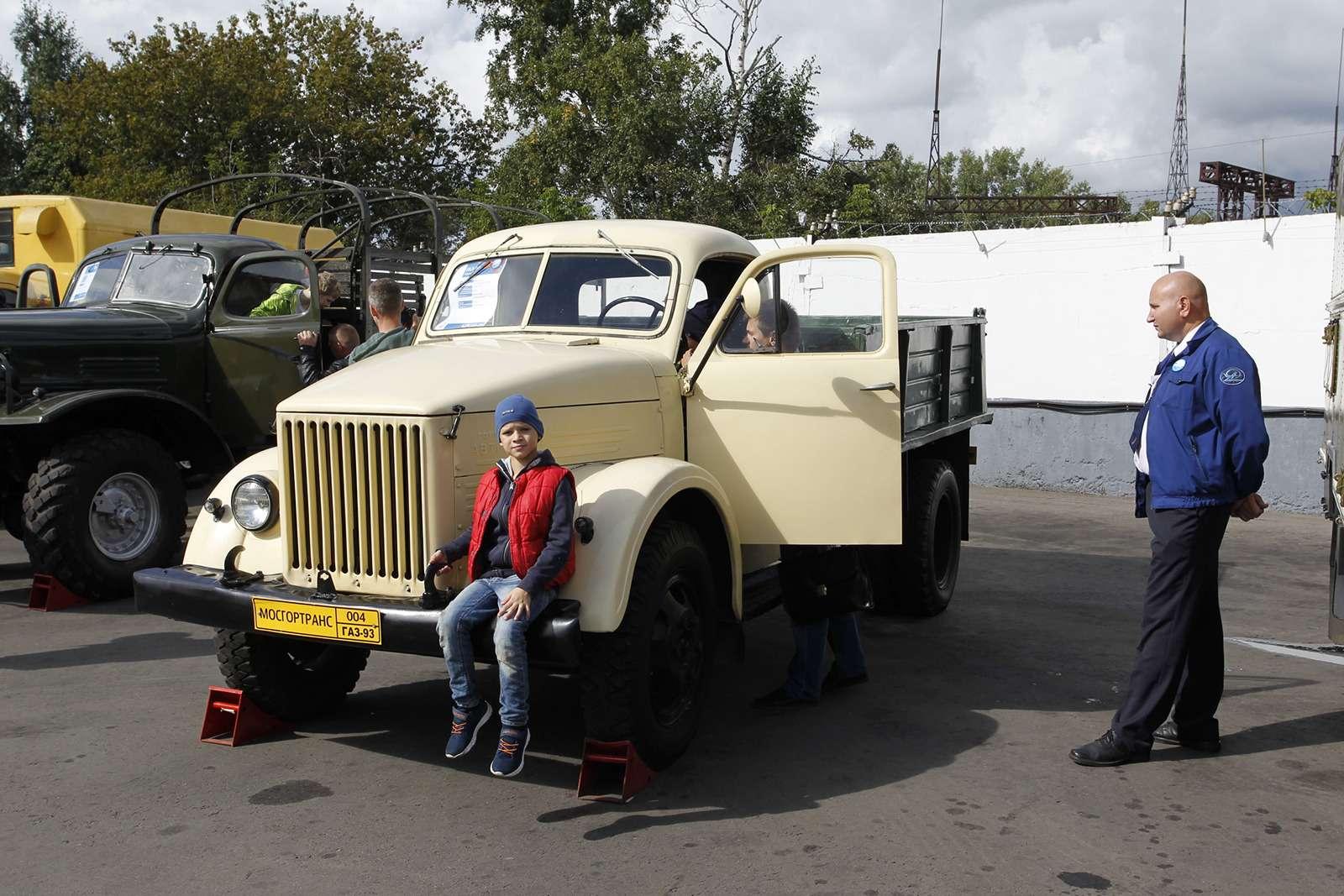 Автобусы нашего детства— выставка пассажирского транспорта— фото 792593