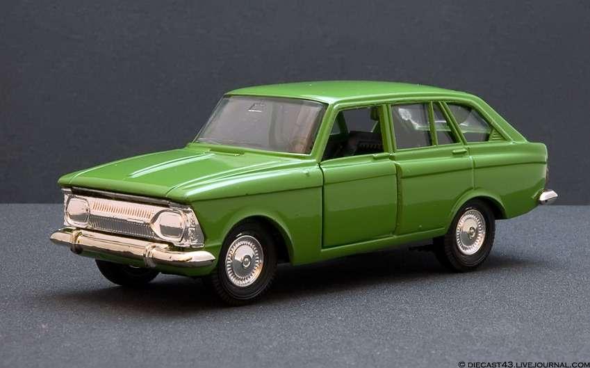 ИЖ-2125, известный также как Иж-1500«Комби», мог стать первой самостоятельной серийной моделью завода. Автомобиль скузовом хэтчбек, который так хотелось заполучить специалистам Минавтопрома (Renault-16с таким кузовом рассматривалась вкачестве альтернативы Fiat-124), впервые показали навыставке технической эстетики вМоскве в1966 году. Однако всерию «комби» пошел только в1973-м, пропустив вперед в1972-м «каблучок» Иж-2715. Всего с1973по 1997год выпустили около 415 тысяч «комби». Ауменьшенную копию машины вмасштабе 1:43 освоил саратовский завод «Тантал». Ивыпустил ее, наверное, невменьшем количестве. Фото: http://diecast43.livejournal.com