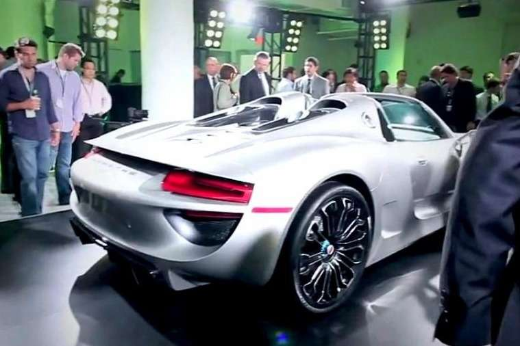Series production Porsche 918 Spyder side-rear view_no_copyright