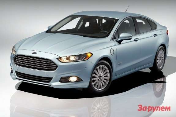 Ford Fusion Energi side-front view