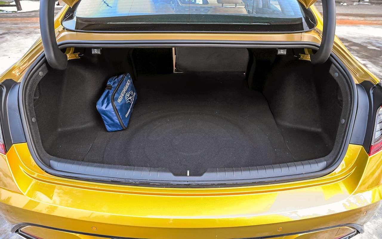 Sonata, Optima, Camry: большой тест бизнес-седанов— фото 1091380