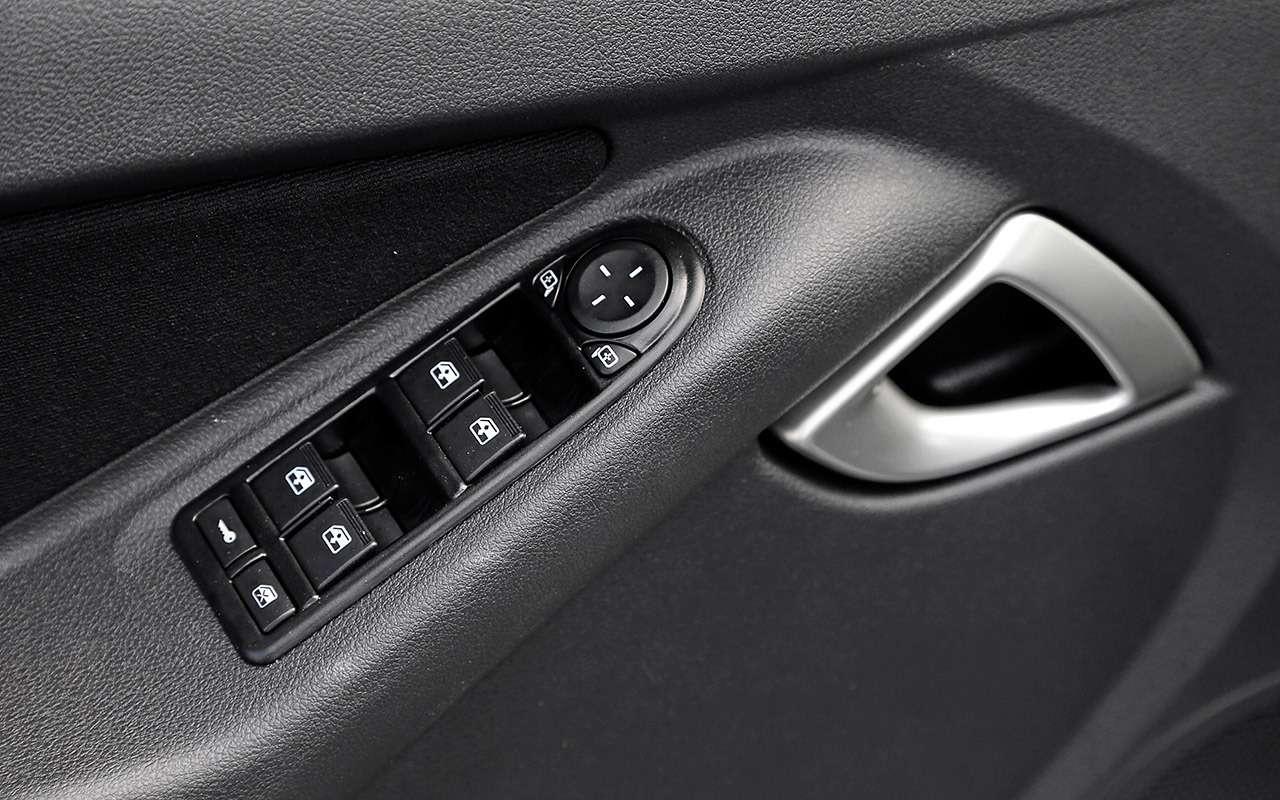 Большой тест обновленных бюджетников: Лада Гранта против Renault Logan— фото 914245
